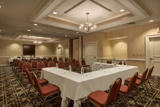 Hampton Inn & Suites Outer Banks / Corolla: Front of the Boardroom
