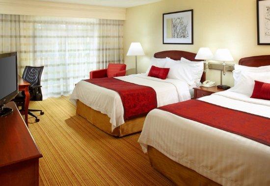 Newark, OH: Queen/Queen Guest Room