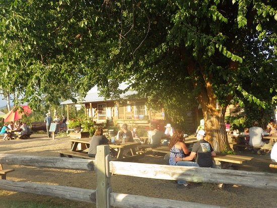 Polebridge, MT: Outdoor dining at the Northern Saloon