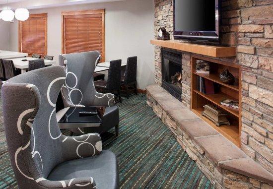 Residence Inn San Bernardino: Lobby Sitting Area