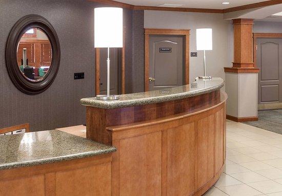 Residence Inn San Bernardino: Front Desk