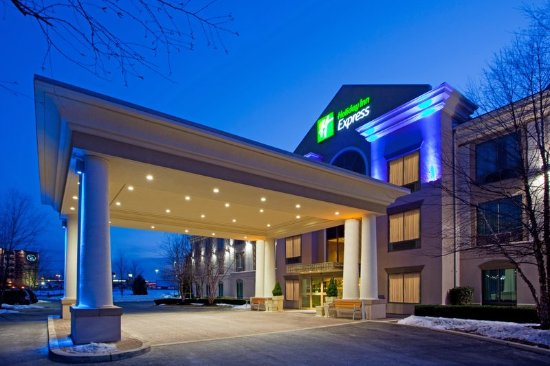 Holiday Inn Express Hagerstown: Hotel Entrance of the Holiday Inn Express and Suites Hagerstown