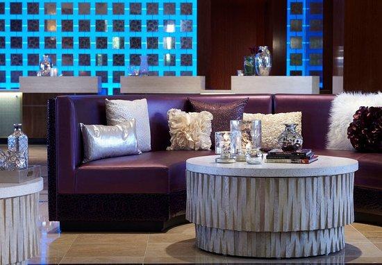 Renaissance Las Vegas Hotel: Front Desk