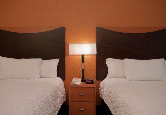 Sulphur, LA: Queen/Queen Guest Room Sleeping Area