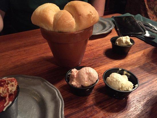 Grand Rivers, KY: flower pot bread