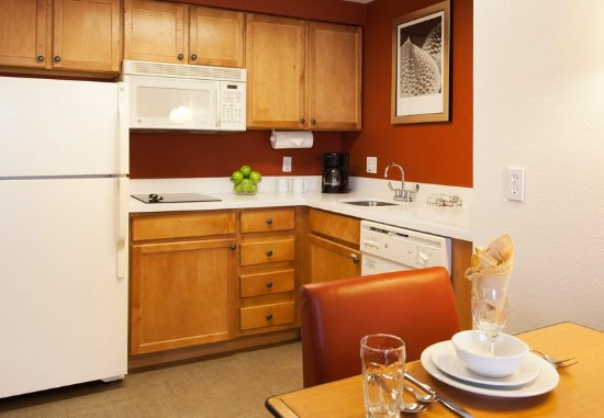 Goodyear, AZ: Studio & One-Bedroom Suite - Kitchen