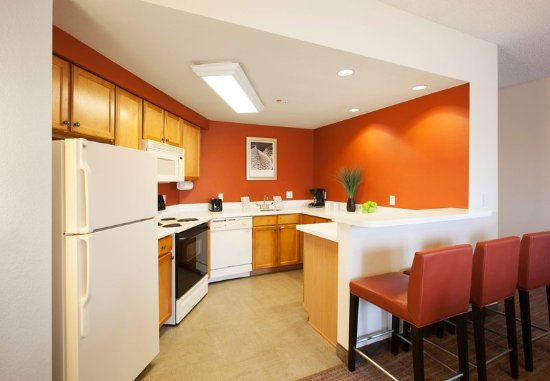Goodyear, AZ: Penthouse Suite - Kitchen