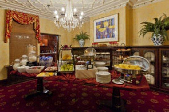 Glidden House: Complimentary Breakfast