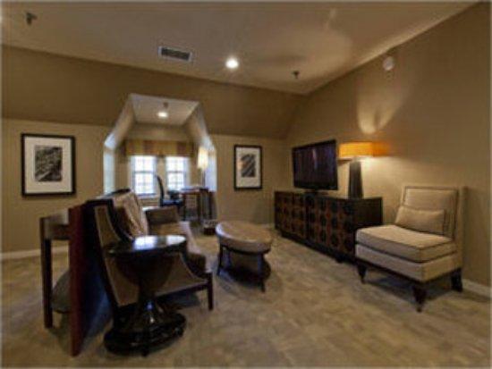 Glidden House: Mansion Suite