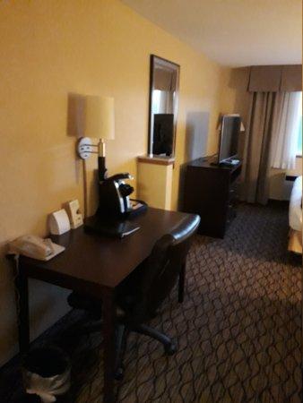 Holiday Inn Express Seattle City Center: 20170827_200823_large.jpg