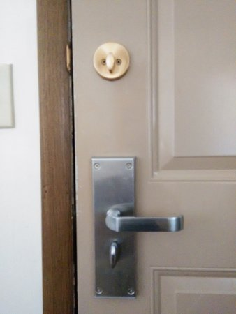 Dunham's Bay Resort: Neither of the deadbolts worked. One would operate but did not align with the door frame.