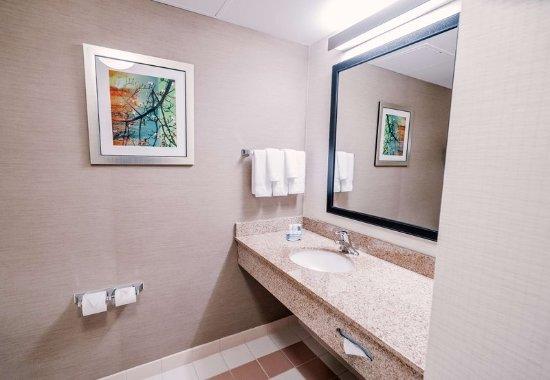 Medford, NY: Guest Bathroom