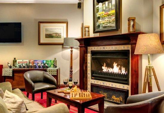 Centurion, Νότια Αφρική: Bar & Lounge Fireplace