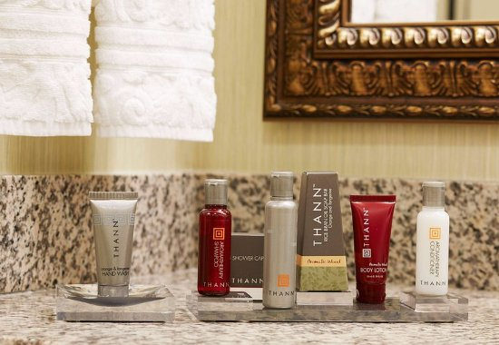Florence, AL: Guest Bathroom – Amenities