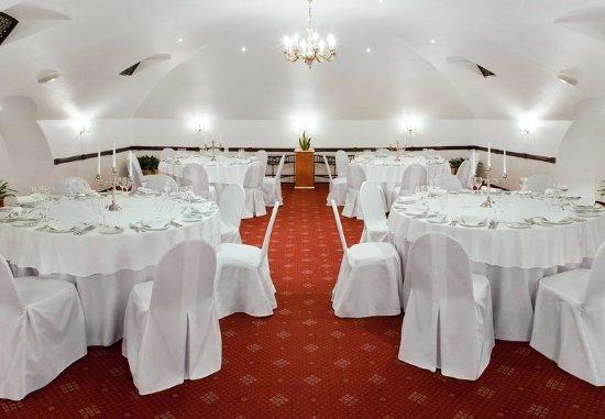 Moscow Marriott Grand Hotel: Russky Pogrebok- Banquet Set Up