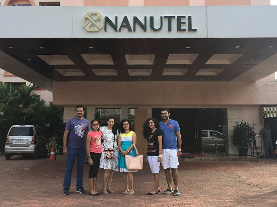 Nanutel Margao Hotel: Entrance with happy family including me.....!!!