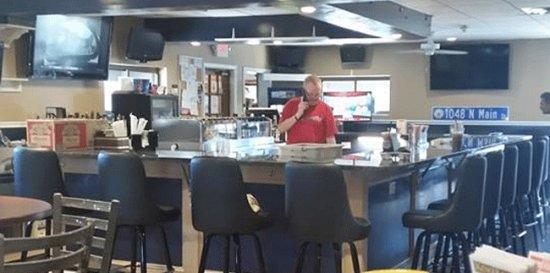 Randolph, ماساتشوستس: Newly reconstructed bar