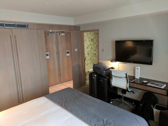 The Hari: King deluxe room