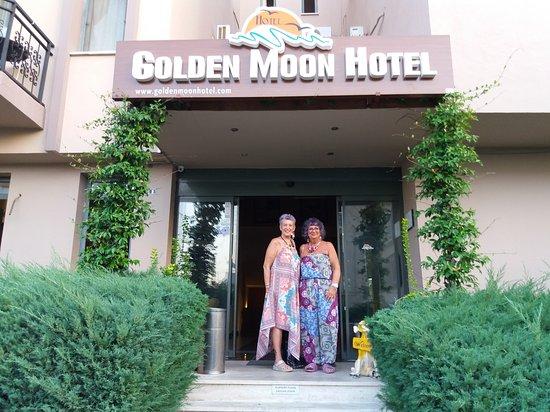 Golden Moon Hotel: 20170904_190454_large.jpg
