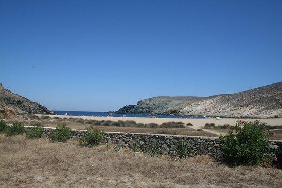 Vue de la terrasse du Fokos Taverne. Fokos Beach Mykonos.