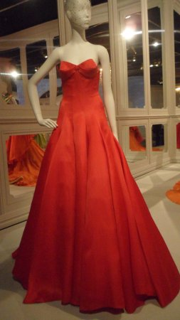 The House of Dior Exhibition - Picture of National Gallery of ... 375fe9b804a8