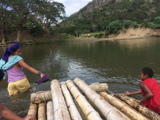 Naihehe Caves: The bamboo raft