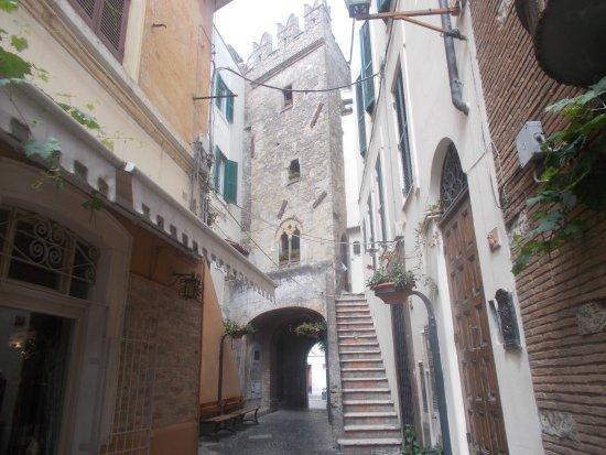 Borgo medievale di Nettuno: Vicolo del centro (2)