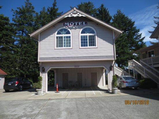 The Landmark Inn: exterior