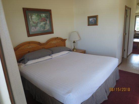 The Landmark Inn: king sized bed