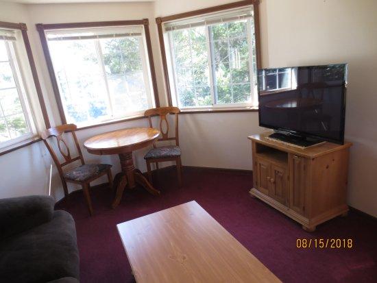 The Landmark Inn: living room