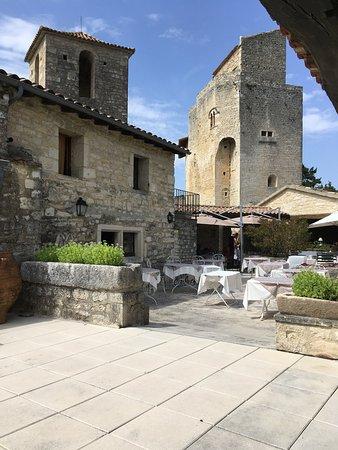 Le Poet-Laval, Prancis: La terrasse du restaurant où nous avons déjeuné