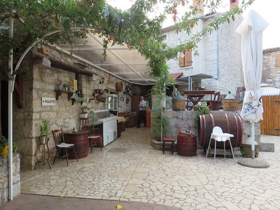 Visnjan, Croacia: Gartenbereich