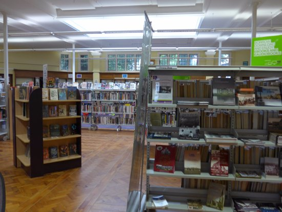 Кеттеринг, UK: Kettering, Public Library, shelving
