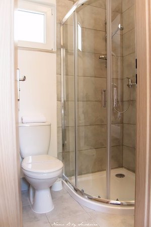 Bungalow Luxury Mobile house-shower - Picture of Bungalow Luxury ...