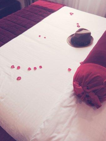 Golden Art Hotel: Amazing bed :)