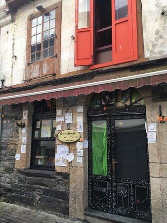 Luarca, สเปน: El Instante