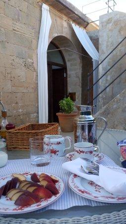 Cala Blava, Ισπανία: Breakfast service