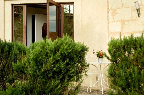 Moulon, Frankrike: Entrée CHAMBRE LA CUVE A MON LOUP Entrance Double room