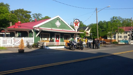 Clifton, VA: Bikes and breakfast, second Sunday of the month.  Don't be afraid of ordering off the regular me