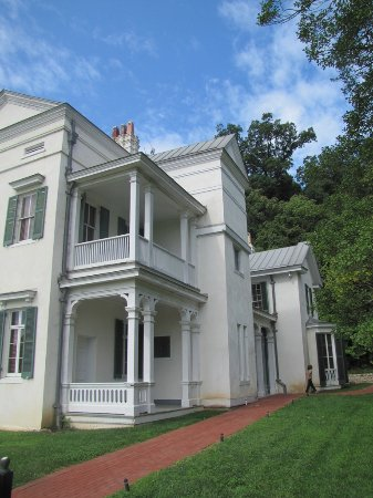Leesburg, VA: north side of the mansion
