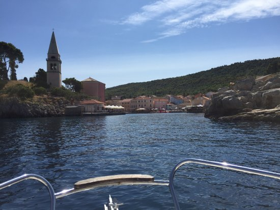 Rabac, Kroatien: Reaching the small town of Veli Lošinj