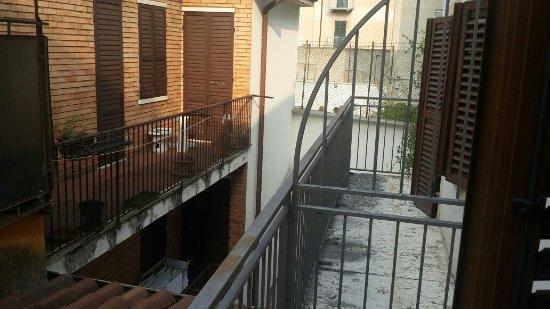 Hotel Marco Polo: Quaint Balcony