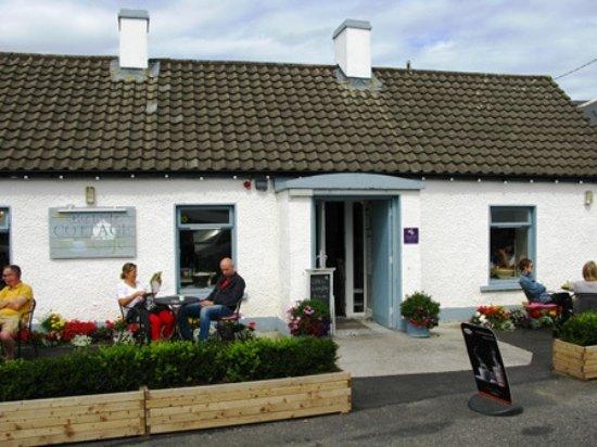 The Little Cottage Cafe: l'esterno