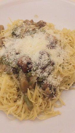 Poggio Moiano, Italia: Maccheroni fatti a mano con asparagi e funghi ottimi