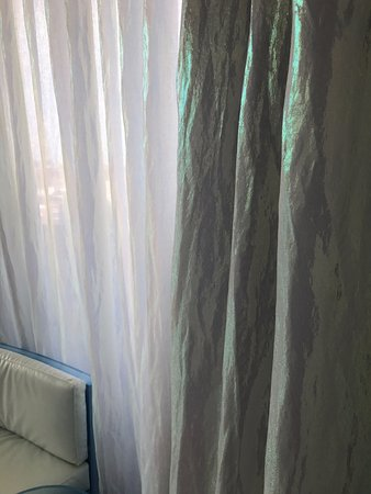Silken Puerta America: Junior Suite 9th floor: cheap looking curtain in need of an iron