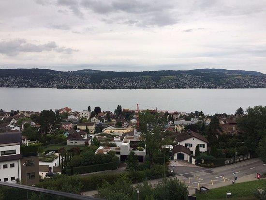 Ruschlikon, Schweiz: Вид из номера на втором этаже. Роскошный
