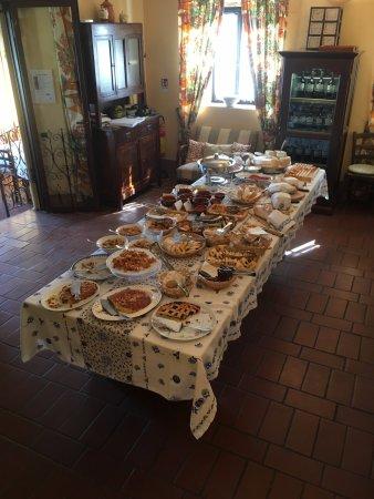 Poggio Berni, Italia: Petit déjeuner : et ce n'est qu'une partie car il y a deux autres buffets.