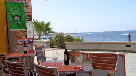 Orange Cafe: Sea view from the restaurant