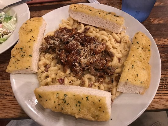 Fairview Heights, Илинойс: Huge BBQ Pig Mac Pasta !!