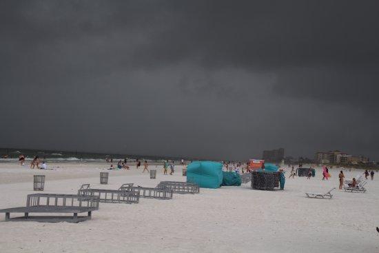 Pier 60 : Tropische storm Emily.Snel even foto's maken en weer weg.